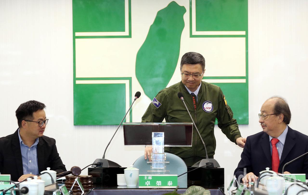 英賴爭黨內提名引發分裂疑慮,民進黨主席卓榮泰今天在中常會前,憂心引發分裂危機;語...