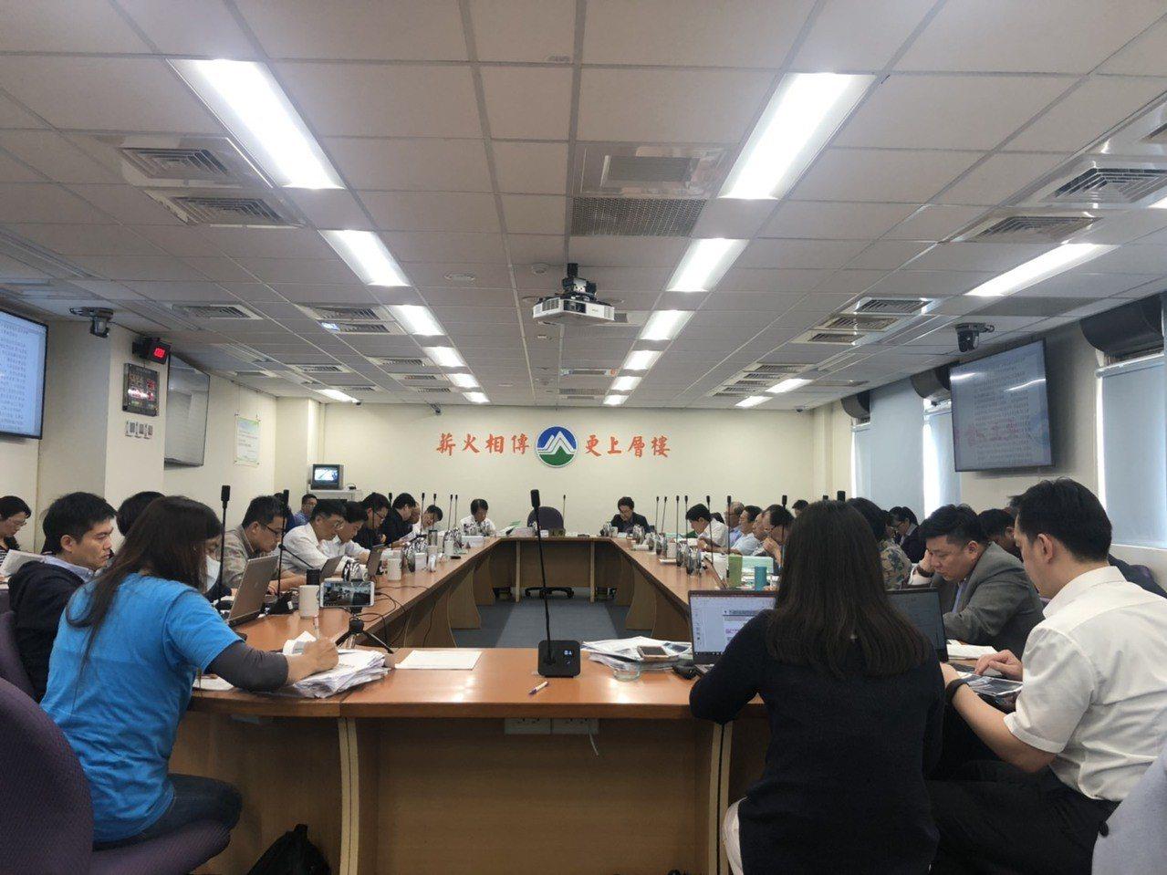 環保署今天下午召開環評大會審查「福海離岸風力發電廠」案。記者侯俐安/攝影