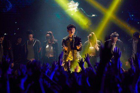 林俊傑(JJ)月初在澳洲完成「聖所」巡演最終站,緊接著在本周投入「聖所2.0」世界巡演,同時推出主題曲「進階」MV,他把歌曲當成送給自己及歌迷的禮物,望藉由音樂散發的正面能量,鼓勵大家不再迷惘,讓掙...