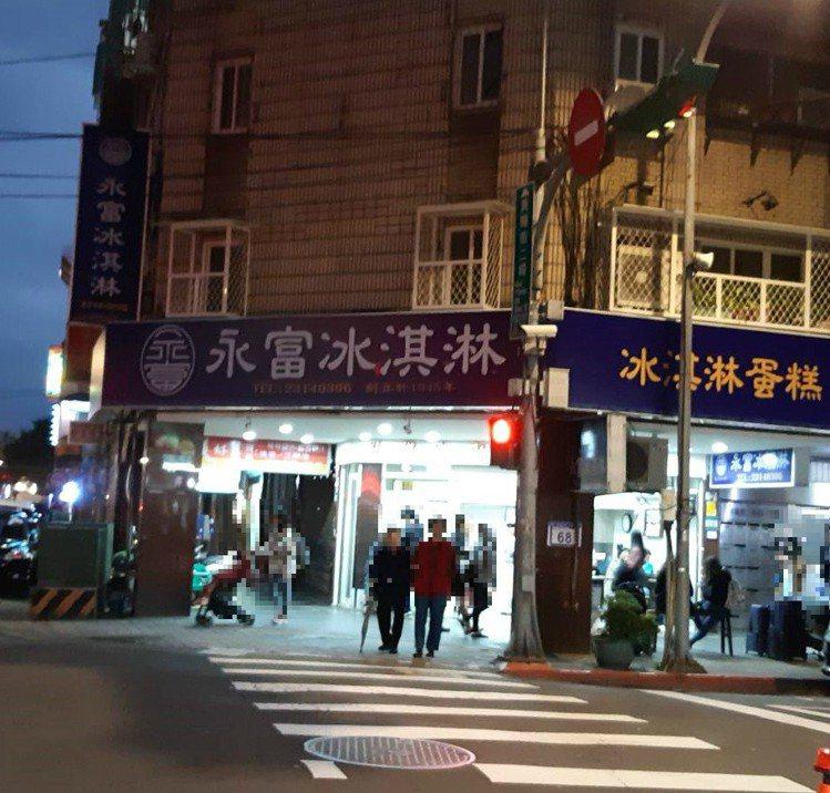 「永富冰淇淋」不是在西門町最熱鬧的街道上。圖/讀者提供