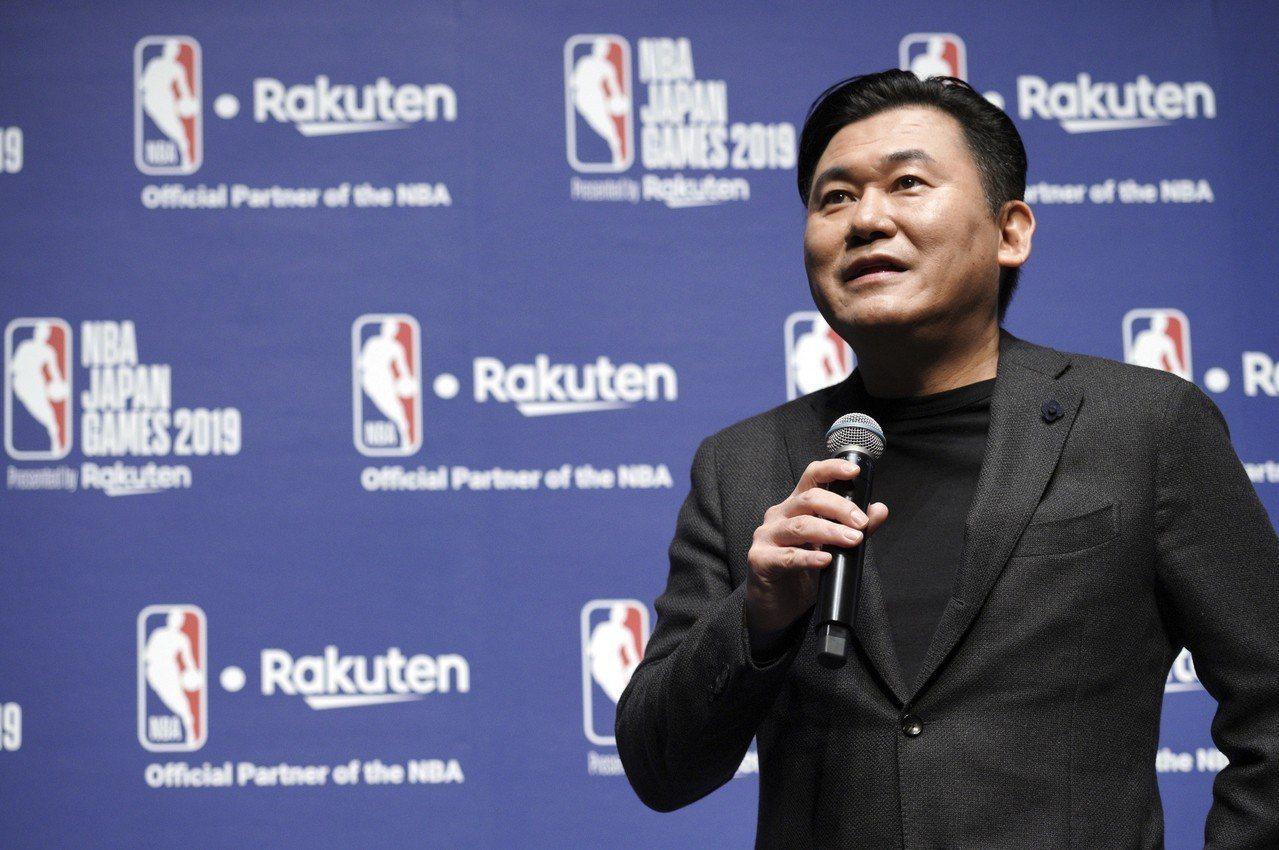 樂天老闆三木谷浩史行事作風非常強勢,對球隊的運作有很多的意見。 美聯社資料照片