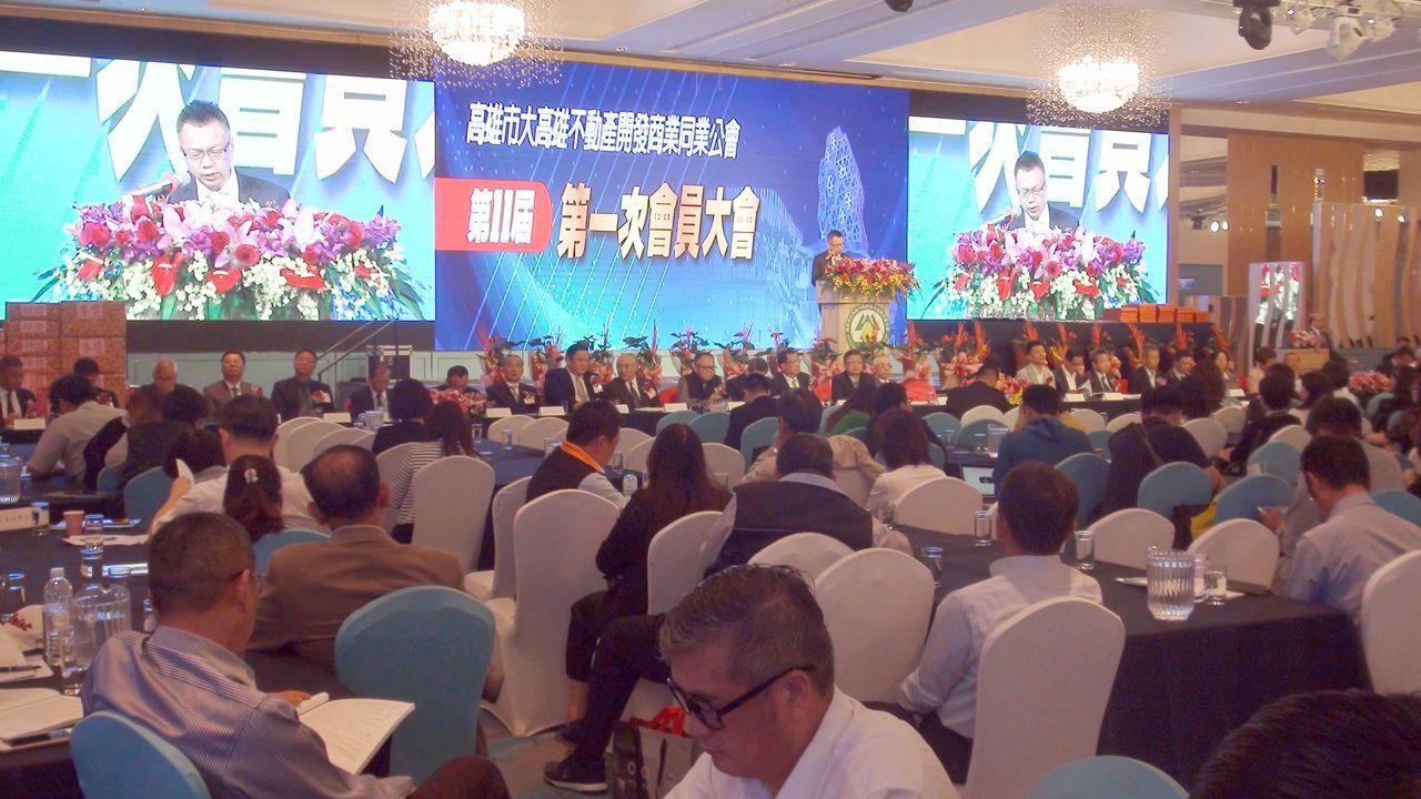 大高雄不動產開發商同業公會今天慶祝成立30周年,並召開第11屆會員大會,改選理監...