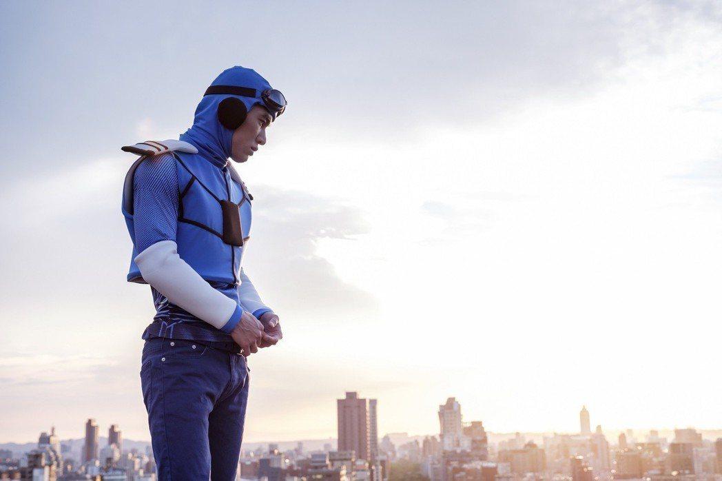 張書豪在「如果愛,重來」中扮演超人。圖/歐銻銻娛樂提供