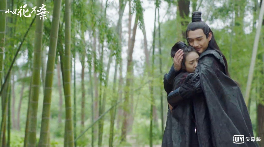 張彬彬(右)與林依晨合作「小女花不棄」。圖/愛奇藝台灣站提供