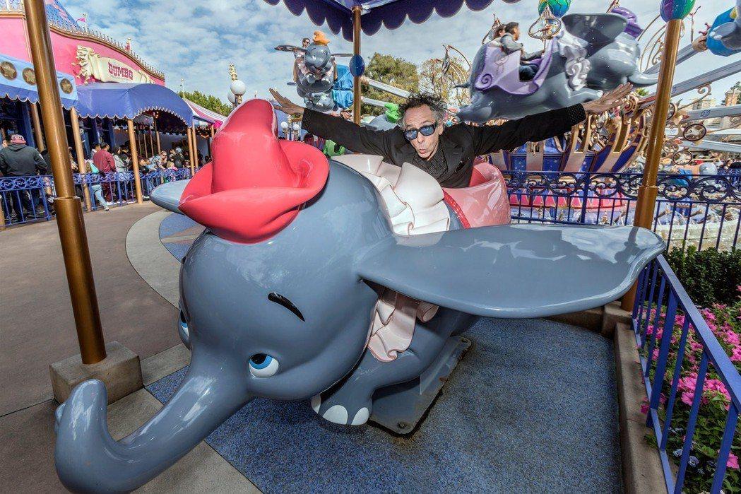 提姆波頓擅長處理異類,「小飛象」裡的馬戲團生活讓他十分著迷。圖/迪士尼提供