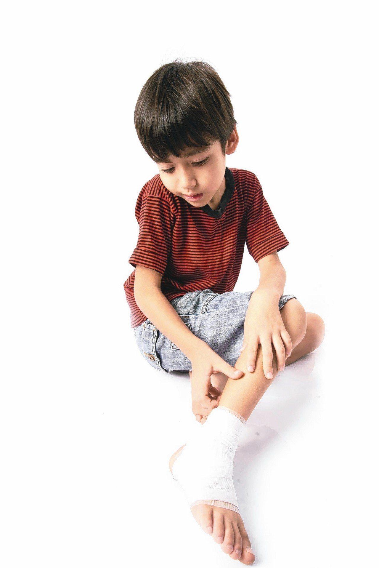 骨骺炎常被誤以為是生長痛,或誤診為足底筋膜炎。 圖/123RF
