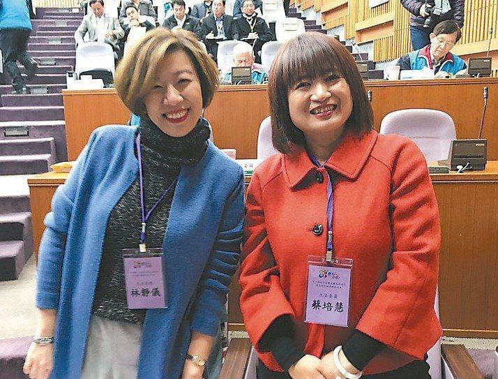 民進黨立委蔡培慧(右)。 記者江良誠/攝影
