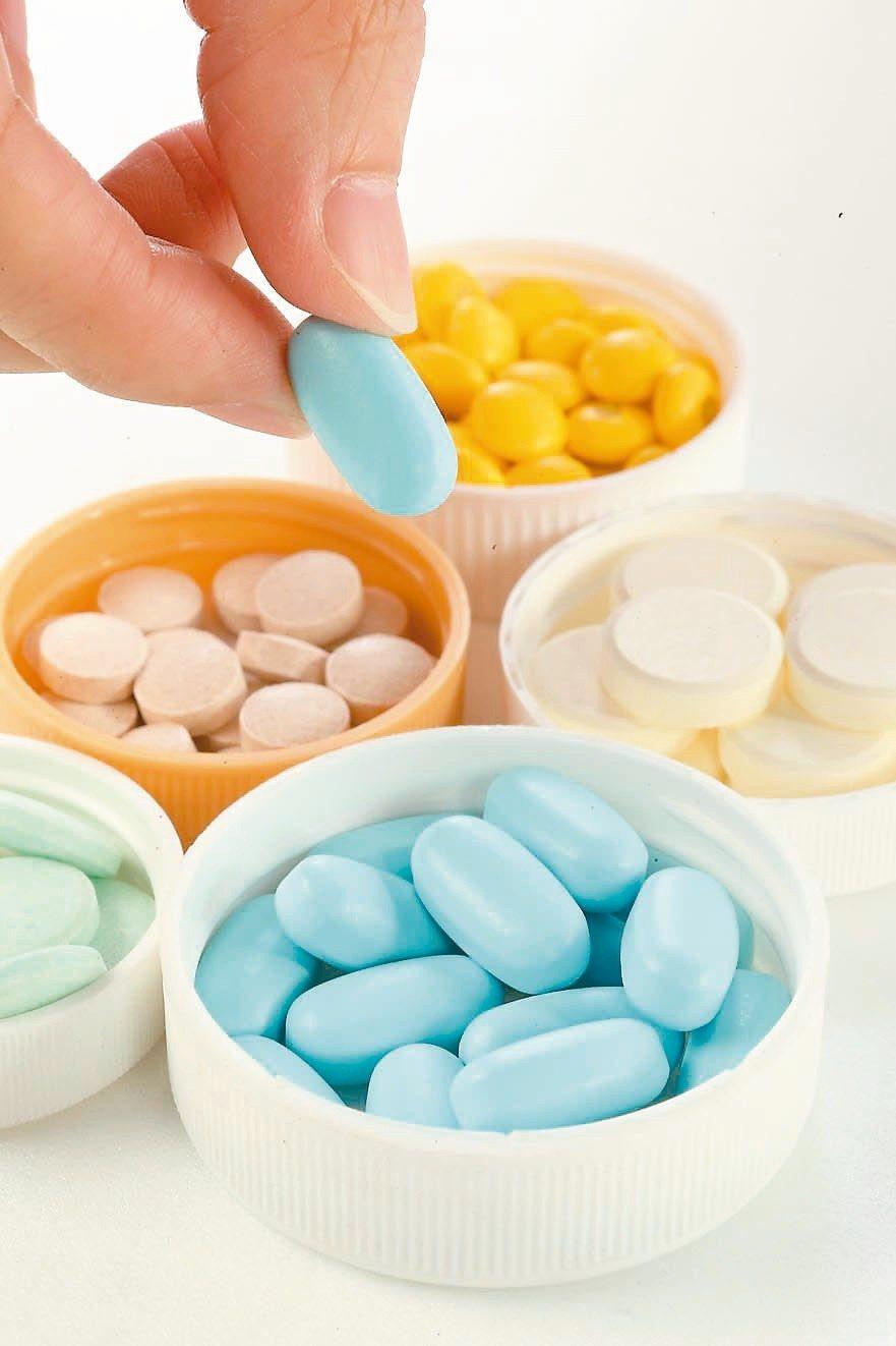 健保砍藥價,八百多種藥物一顆只剩幾毛錢,比糖果還要便宜,病人會有信心嗎? 圖/聯...