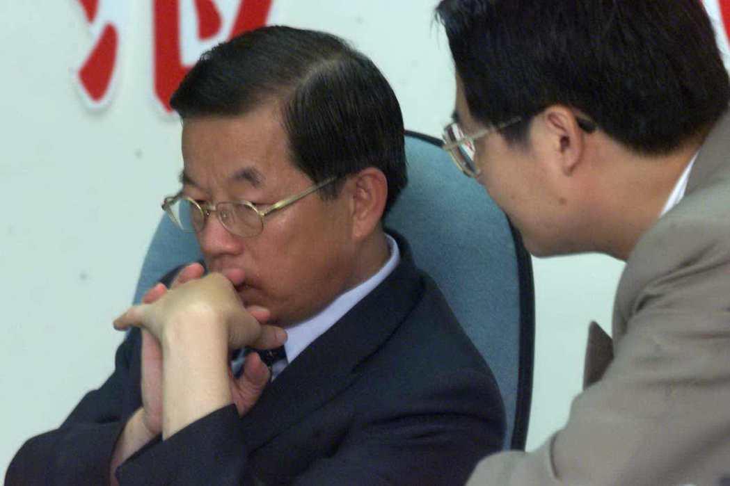 2000年,已做好登陸準備的高雄市長謝長廷,苦等陸委會首肯。 圖/聯合報系資料照...