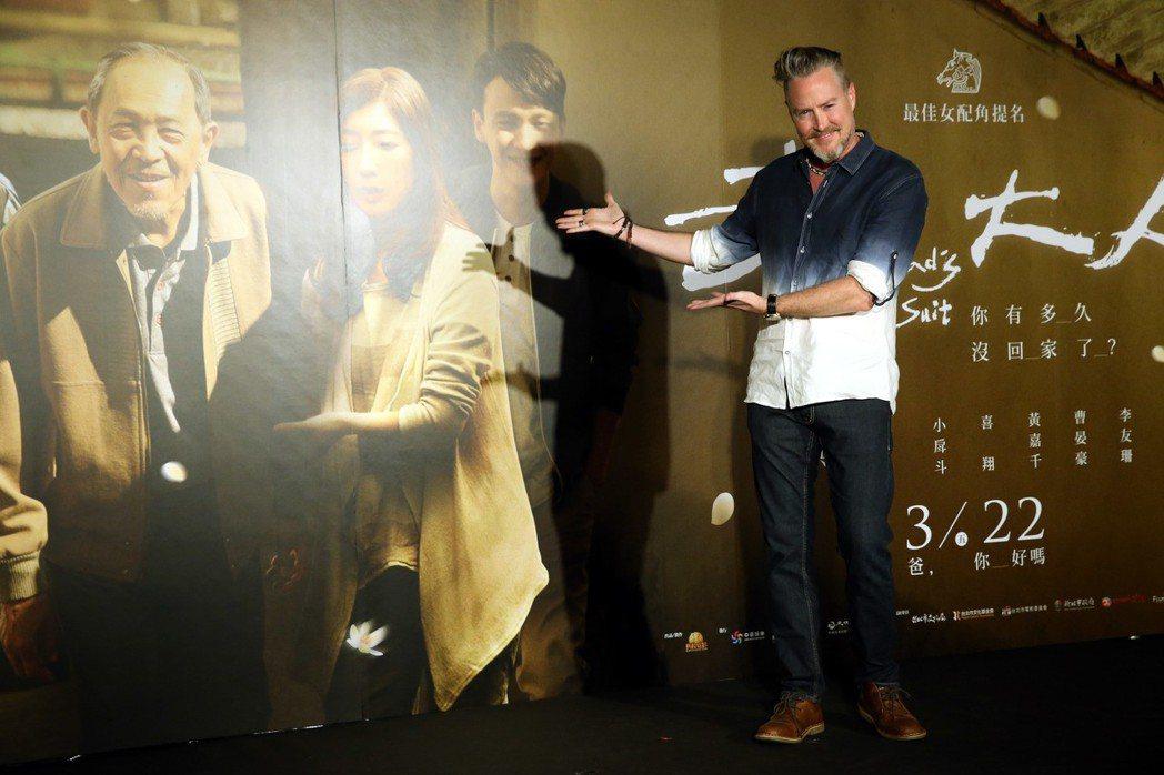 電影老大人首映會 ,夏克立到場觀賞為老婆黃嘉千助陣。記者林俊良/攝影