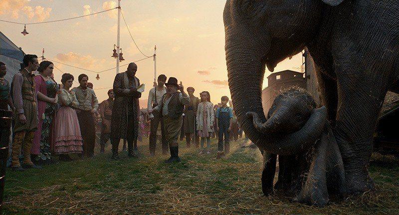 ▲馬戲團老闆將所有表演者包括小飛象一起賣給了壞商人,漸漸地大家發現落入了一個圈套...