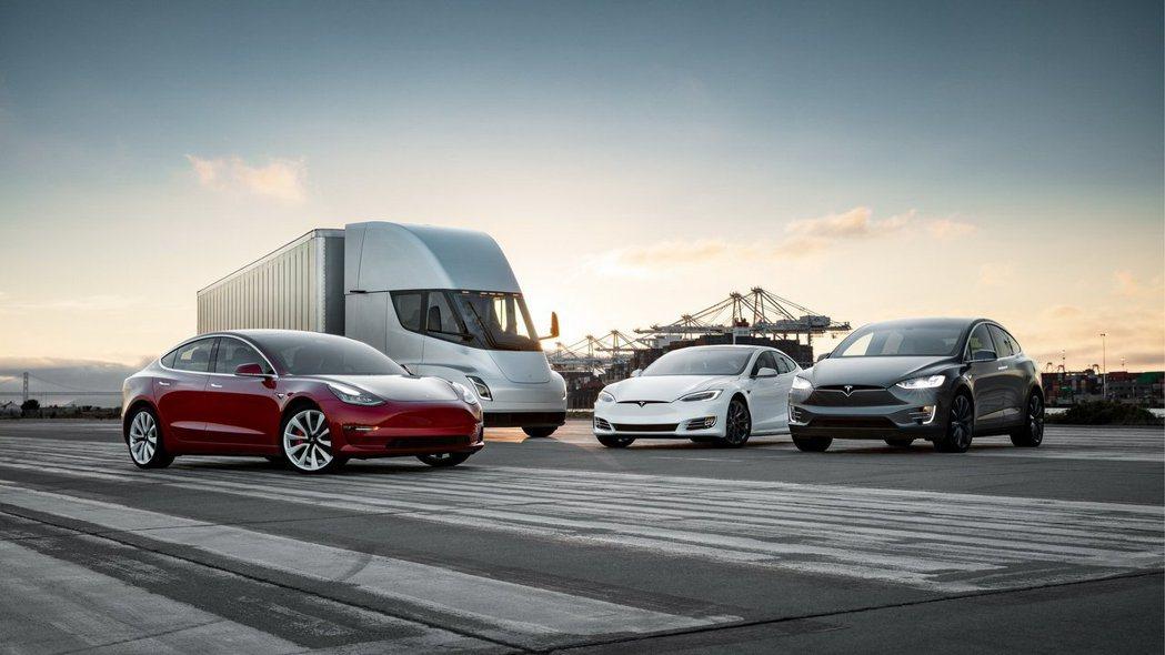 包含Tesla Semi電動貨車在內,Tesla還會陸續發表3種電動車型。 摘自Tesla