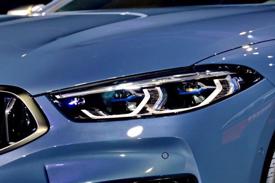 BMW M850i搭配新世代的智慧雷射頭燈。 記者陳威任/攝影