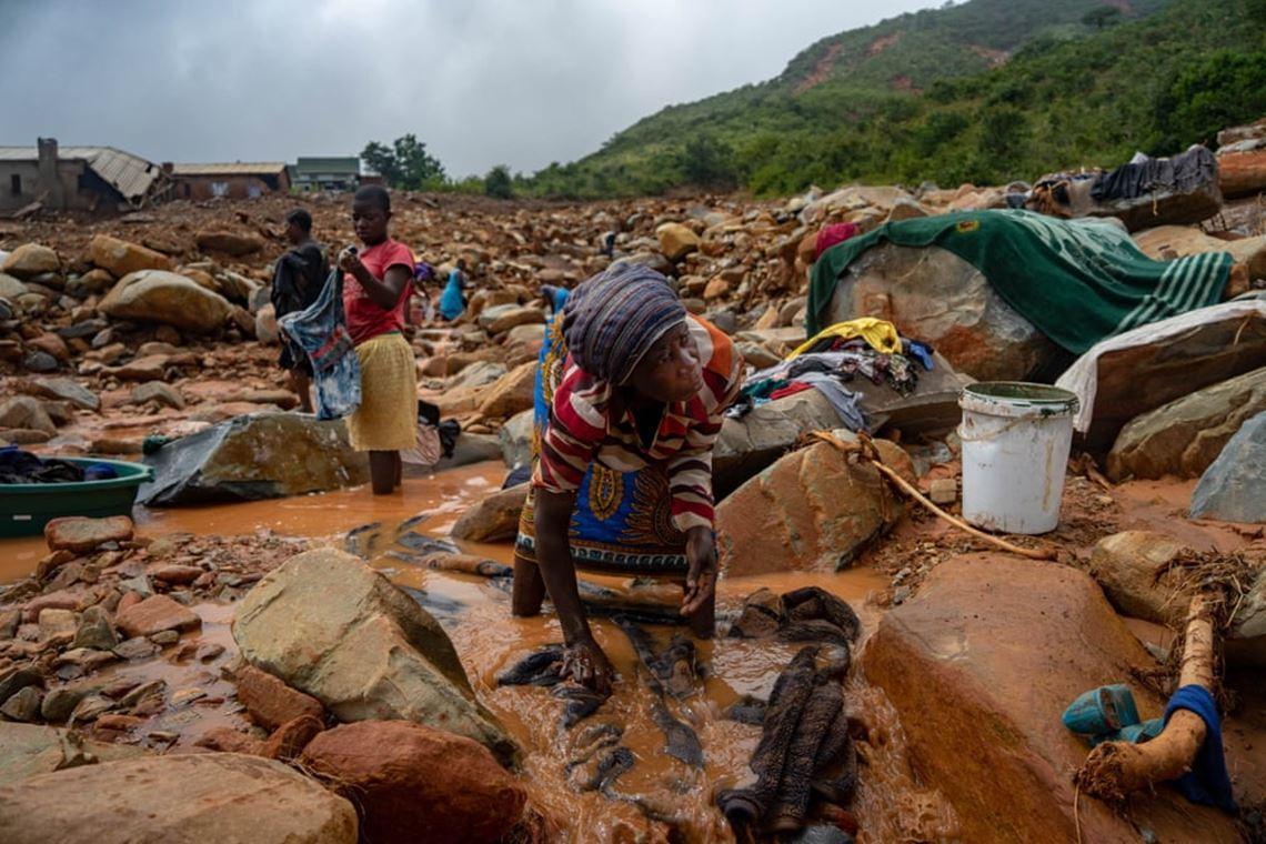 「沒有食物、沒有水,沒有家園、更沒有救援...」非洲東南部的莫三比克與辛巴威,在...