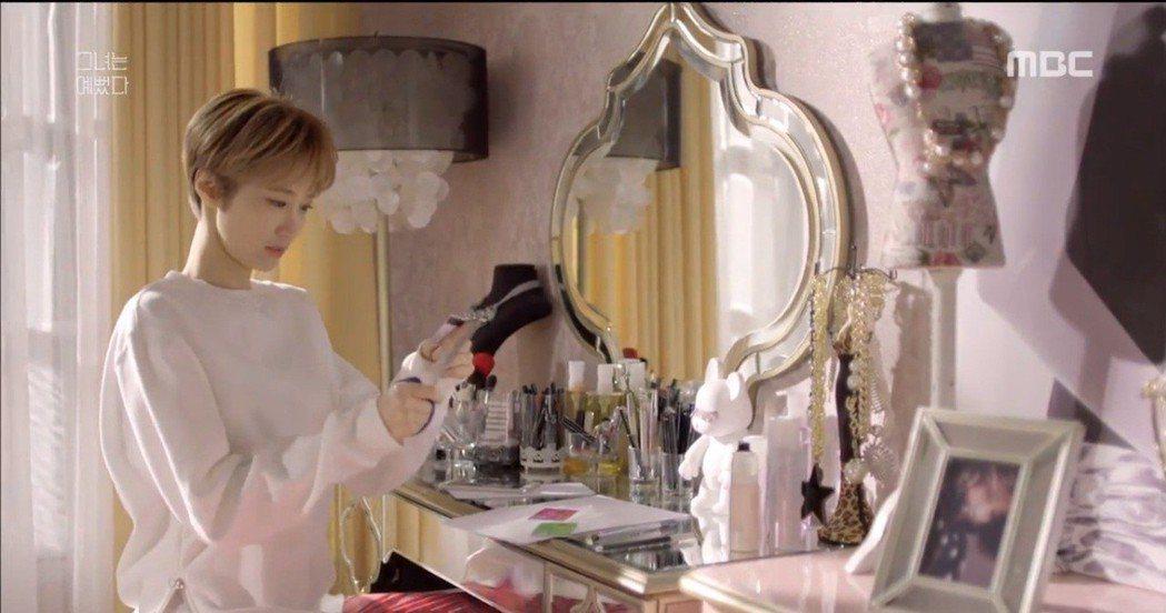 韓劇《她很漂亮》。 圖片來源/激趣網