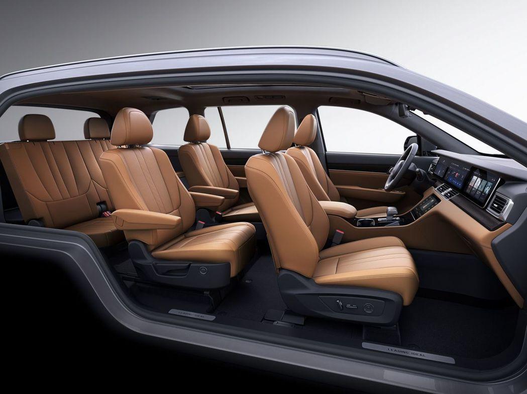 理想智造One 6人座車型第二排為獨立雙扶手座位。 摘自理想智造