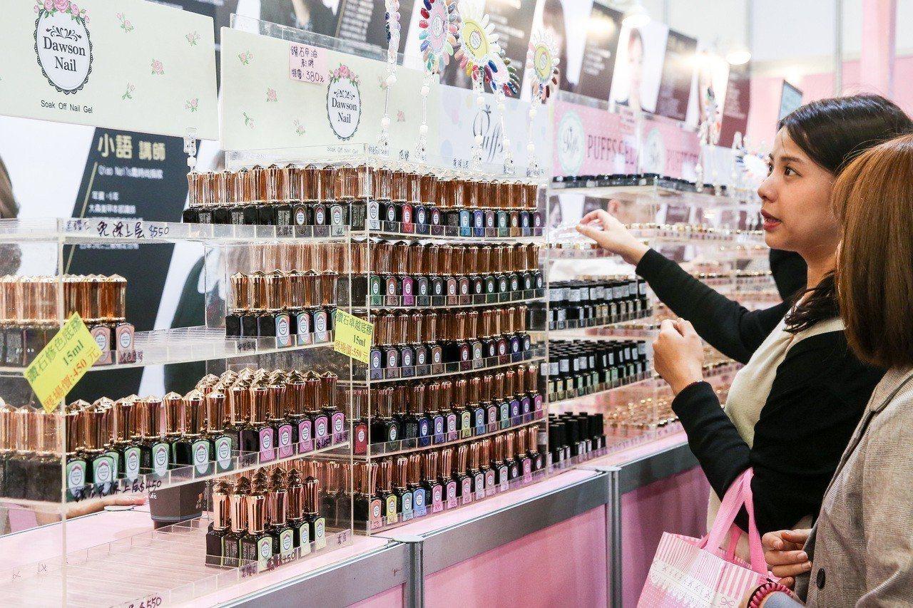 衛福部食藥署近日公布「107年度網購化粧品查核結果不合格產品清單」,發現在160...