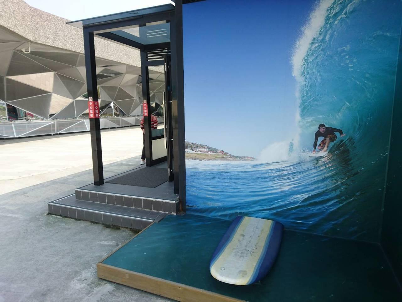 蘇澳服務區第一期工程目前設有公廁、停車場、小型簡易賣場,提供用路人中途休息站因位...