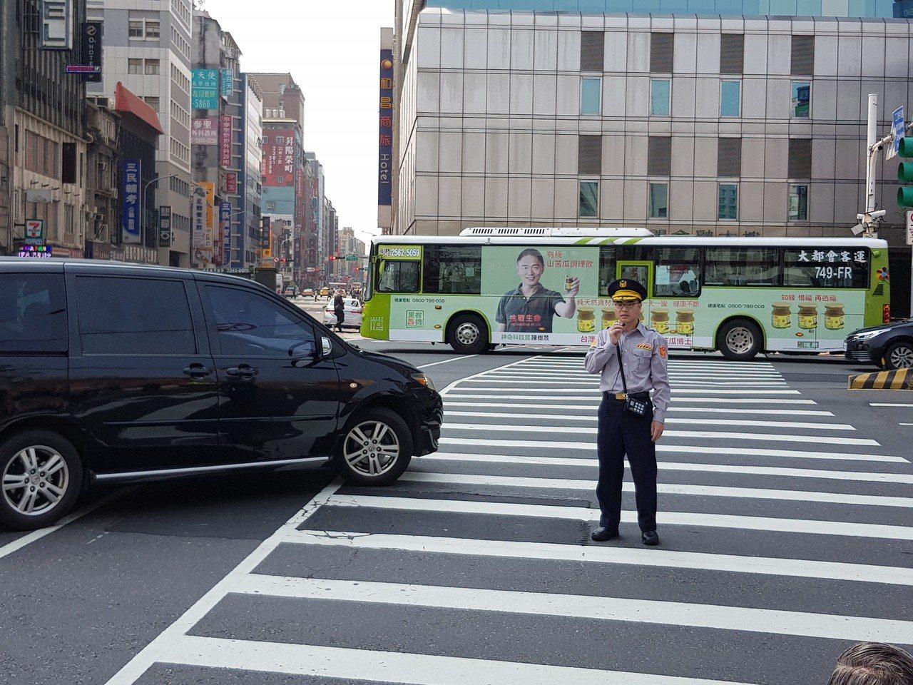 車輛進斑馬線3公尺內不能有行人!北市58路口今起執法