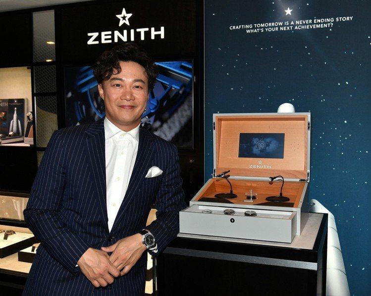 品牌大使陳奕迅與EL PRIMERO 50周年紀念限量組合影。圖/真力時提供