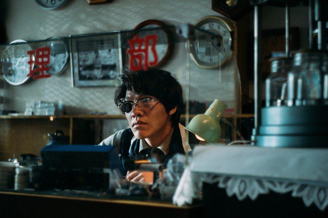 盧廣仲新歌「愛情怎麼了嗎」MV。圖/Spacebar Studio提供