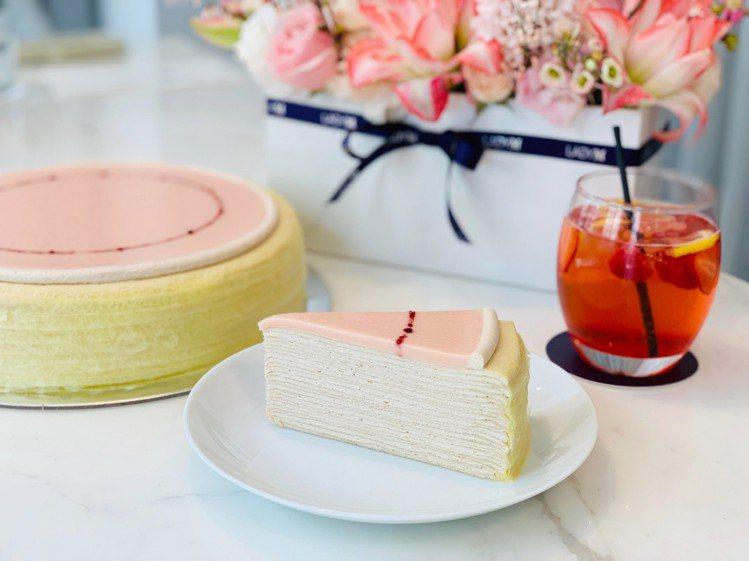 櫻花莓果千層蛋糕,單片280元;九吋2,800元。記者張芳瑜/攝影