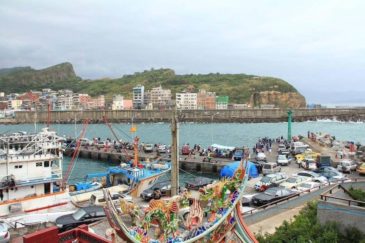 行政院副院長陳其邁指示相關部會在兩個月內劃定50個區域供民眾合法釣魚,屏東琉球區...