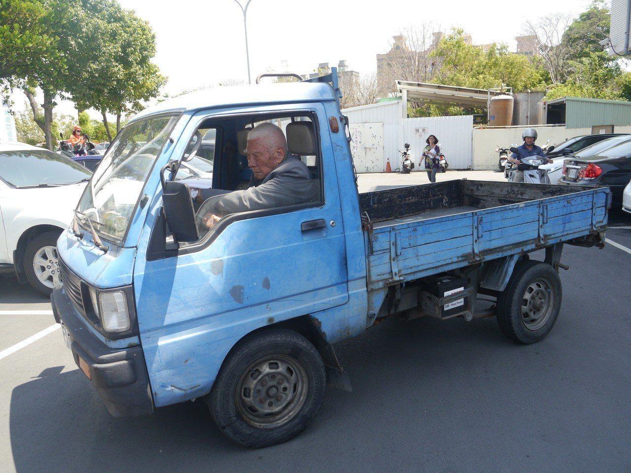 姜之發自己開著小貨車上課,不喜歡麻煩家人接送。記者徐白櫻/攝影