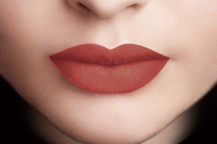 巴黎萊雅持色印記空氣吻唇露「#124 擁吻」。圖/巴黎萊雅提供