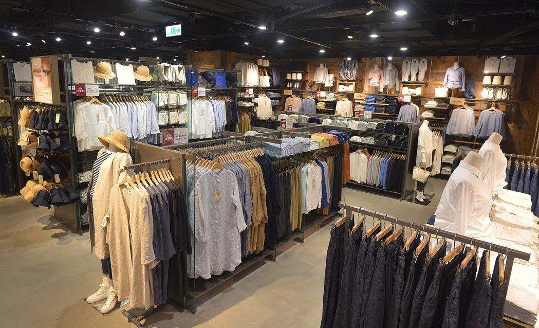 改裝後的MUJI無印良品台南門市衣料服飾陳列擴大2倍。圖/無印良品提供