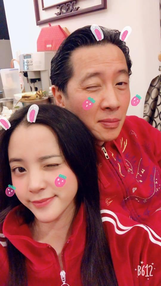 歐陽龍(右)心疼女兒歐陽娜娜受到牽連。圖/摘自臉書