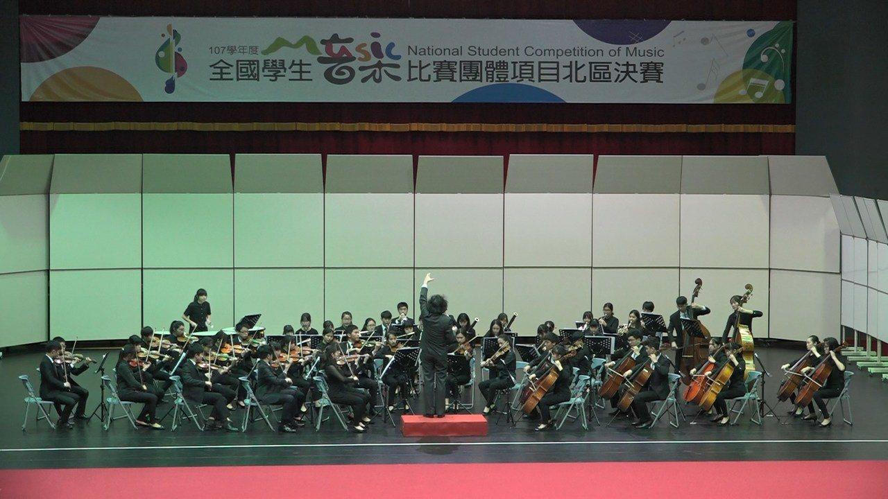 桃園武陵高中音樂班管弦樂團今年再度拿下特優第一名,締造11連霸佳績。圖/教育局提...