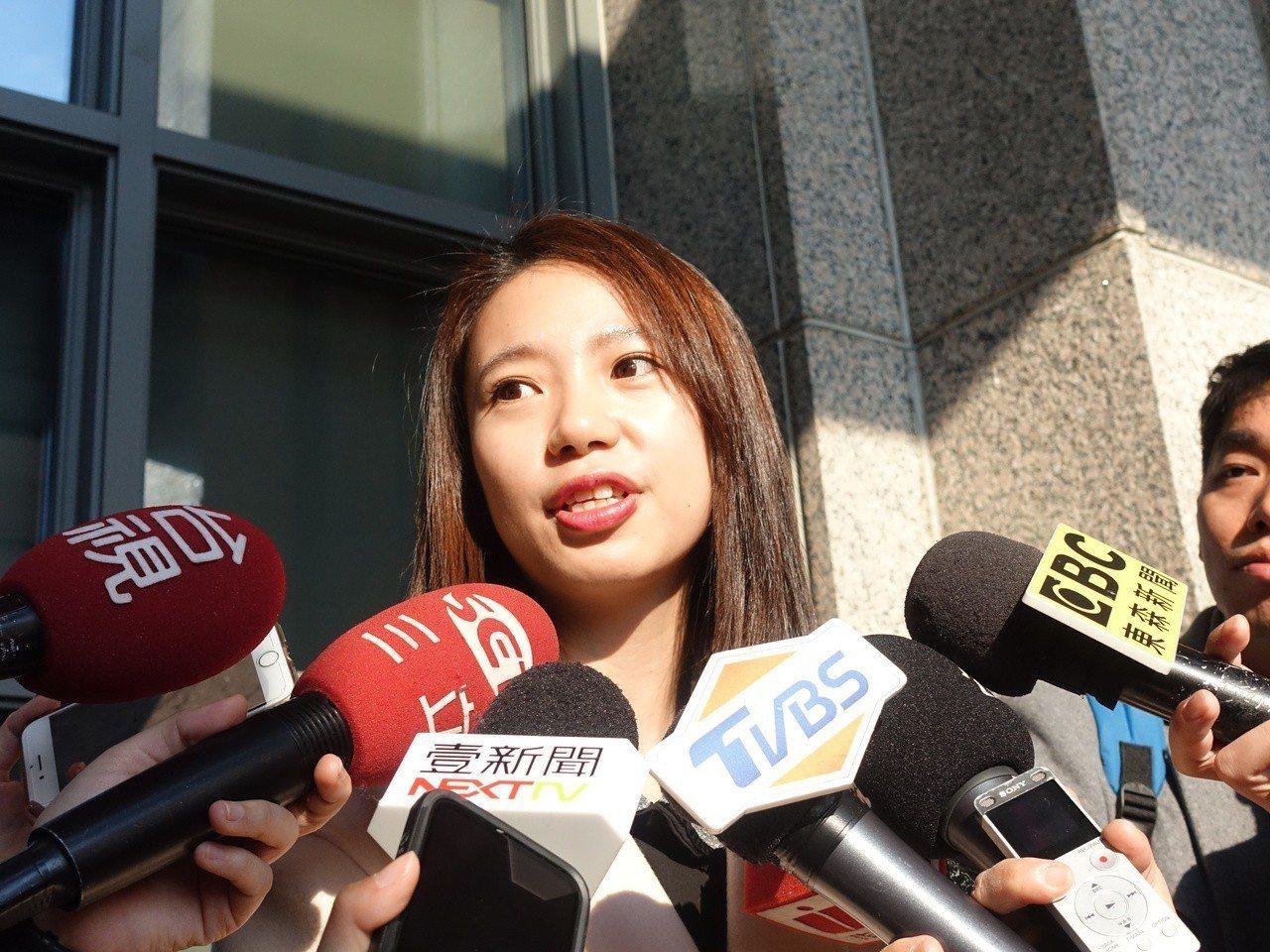 曾是陸委會主委陳明通學生的楊喜慧,曾任前立委姚文智的法案助理,和綠營關係匪淺,不...