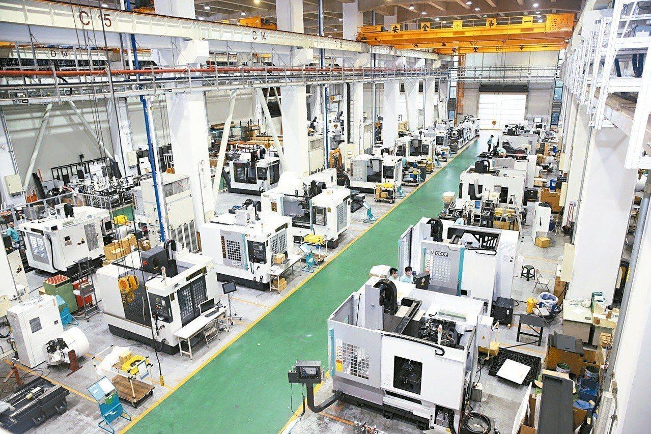 行政院會昨天通過「產業創新條例」修正草案。圖為工具機生產線。 圖/聯合報系資料照...