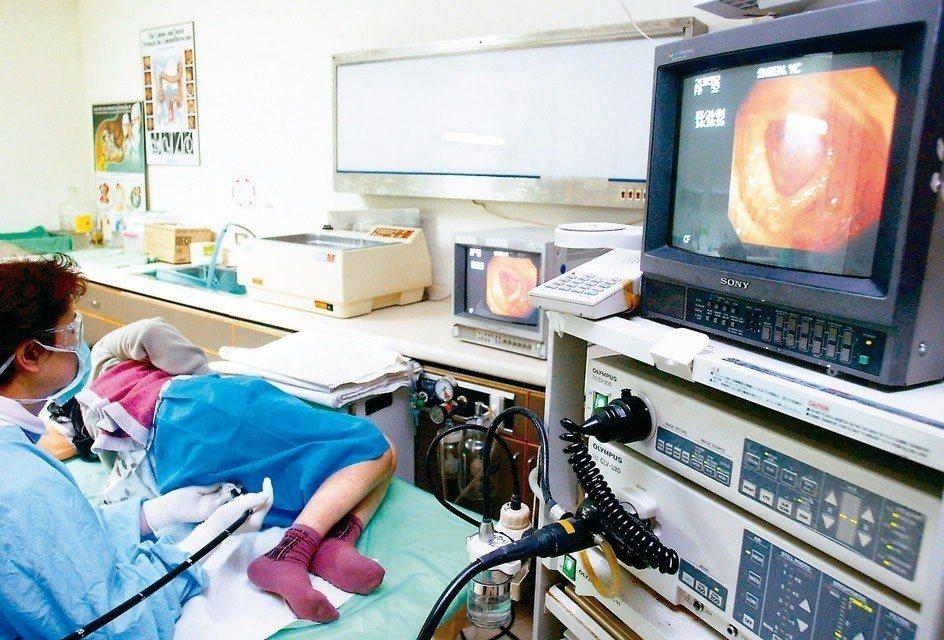 醫師提醒,有大腸瘜肉、遺傳性大腸癌家族史者,應定期接受大腸鏡檢查。 圖/聯合報系...
