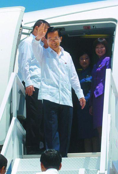 前總統陳水扁常以「過境外交」方式,來作為台美關係的展示。 圖/聯合報系資料照片