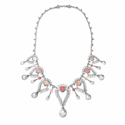 獲獎無數的珠寶設計師Sarah Ho將提供品牌逾30件的創意珠寶展出。 圖/富藝...