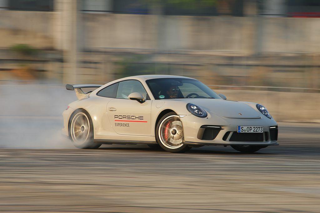 令人熱血沸騰的Porsche World Roadshow駕訓營,今年不僅移師麗...