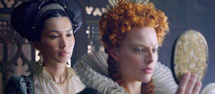 Gemma Chan(左)在《雙后傳》中飾演白人角色Bess of Hardwi...