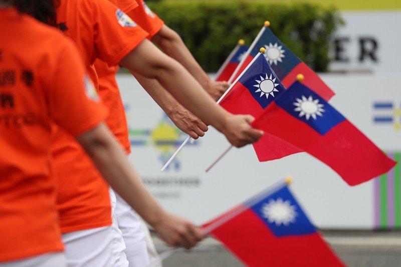 台灣社會的任何人或團體,都不應該成為虛假訊息和紅色宣傳戰的獲利者,當然更不應該成...