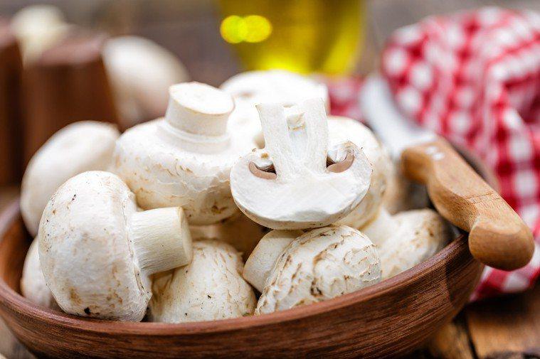 新加坡大學研究指出,一個星期吃2次以上蘑菇(一次分量約150克),可降低年長者罹...