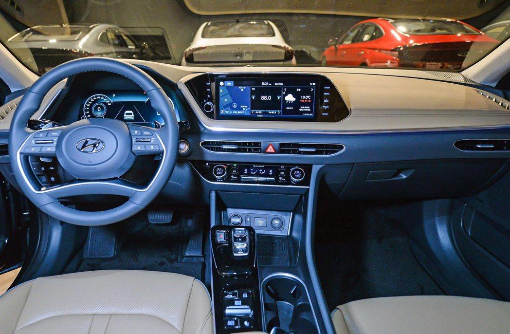 第八代Hyundai Sonata內裝完全大進化。 摘自Hyundai
