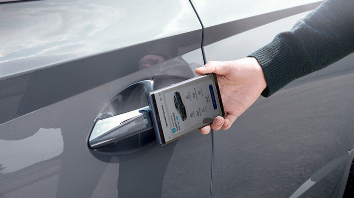 Hyundai Digital Key可透過手機進行車門解鎖等功能。 摘自Hyu...