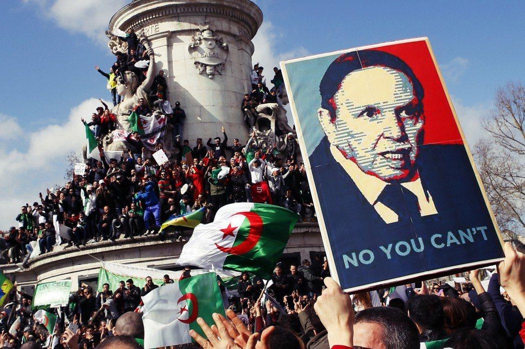 今年的三月,幾個長期穩定的「獨裁強人」突然遭遇了「水星逆行」?圖為法國巴黎街頭,...