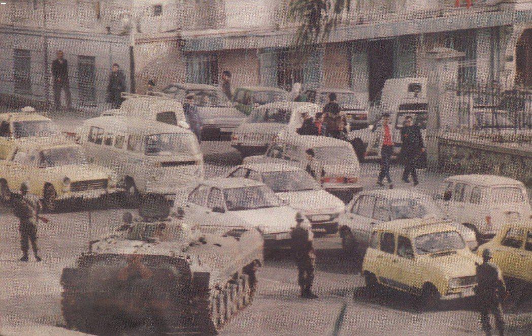 阿爾及利亞曾在1992年爆發內戰,長期專政的阿國軍方與世俗派菁英,因為拒絕承認伊...
