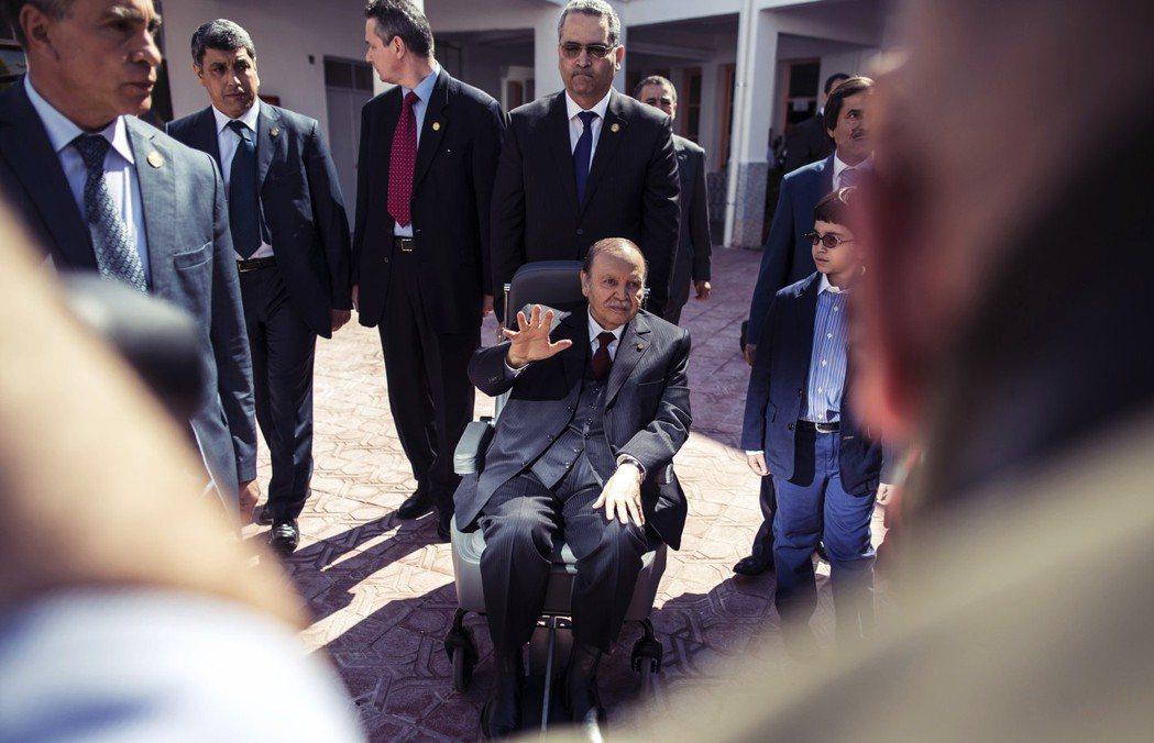 2011年,阿拉伯之春爆發,從突尼西亞、利比亞、埃及到敘利亞,全都陷入了獨裁垮台...