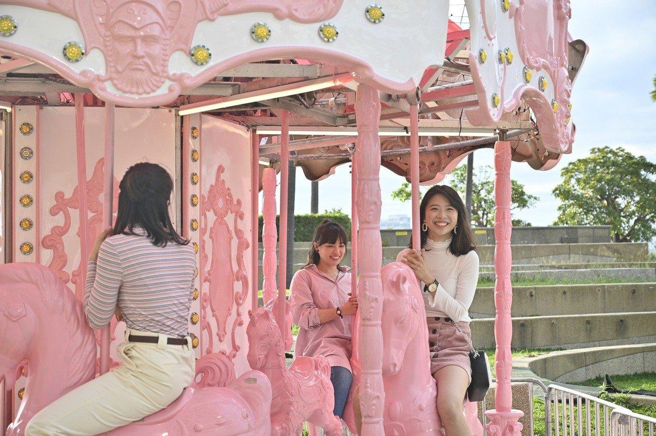 高雄愛情產業鏈啟動了! 愛河畔市集、夢時代粉紅派對