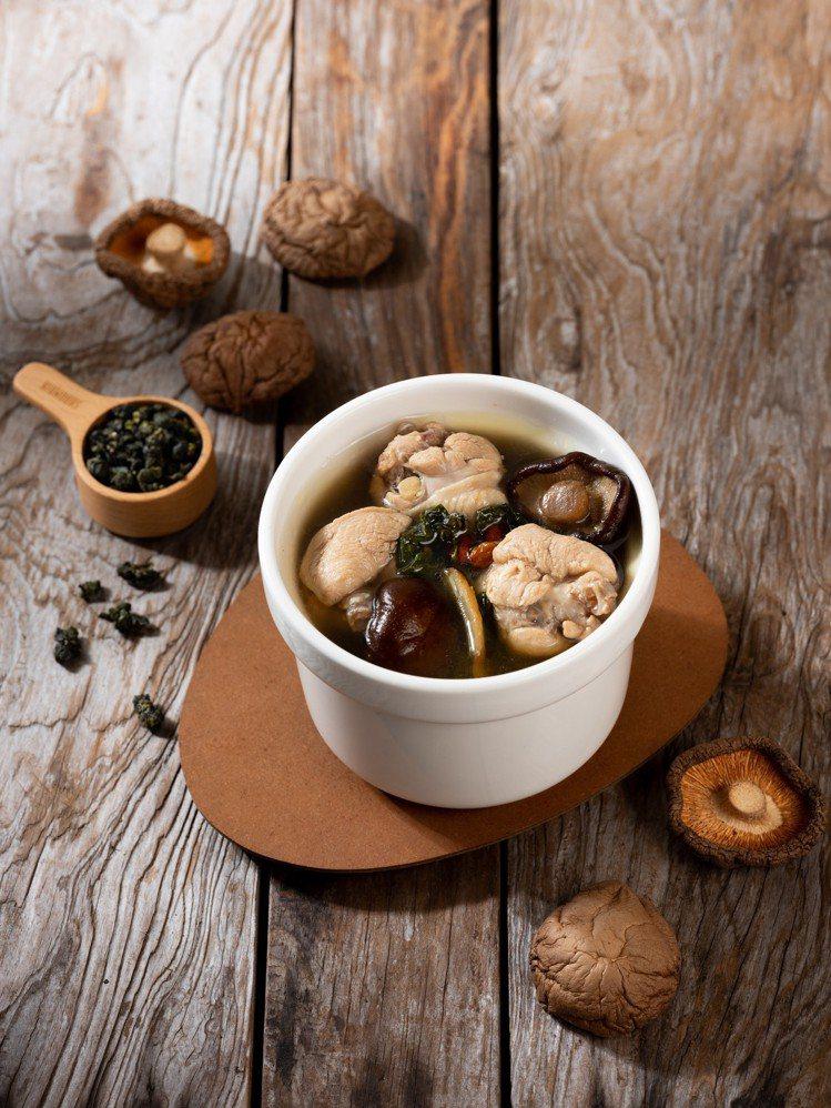 春水堂新餐點金萱香菇雞湯。圖/春水堂提供