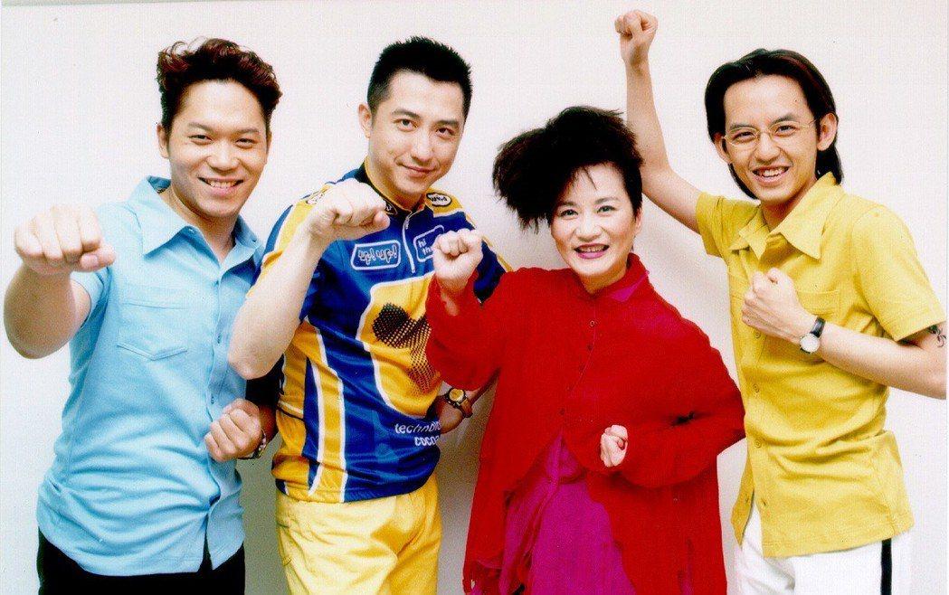 當年張小燕和佼、亮及哈林都是華視「超級星期天」的要角。圖/華視提供