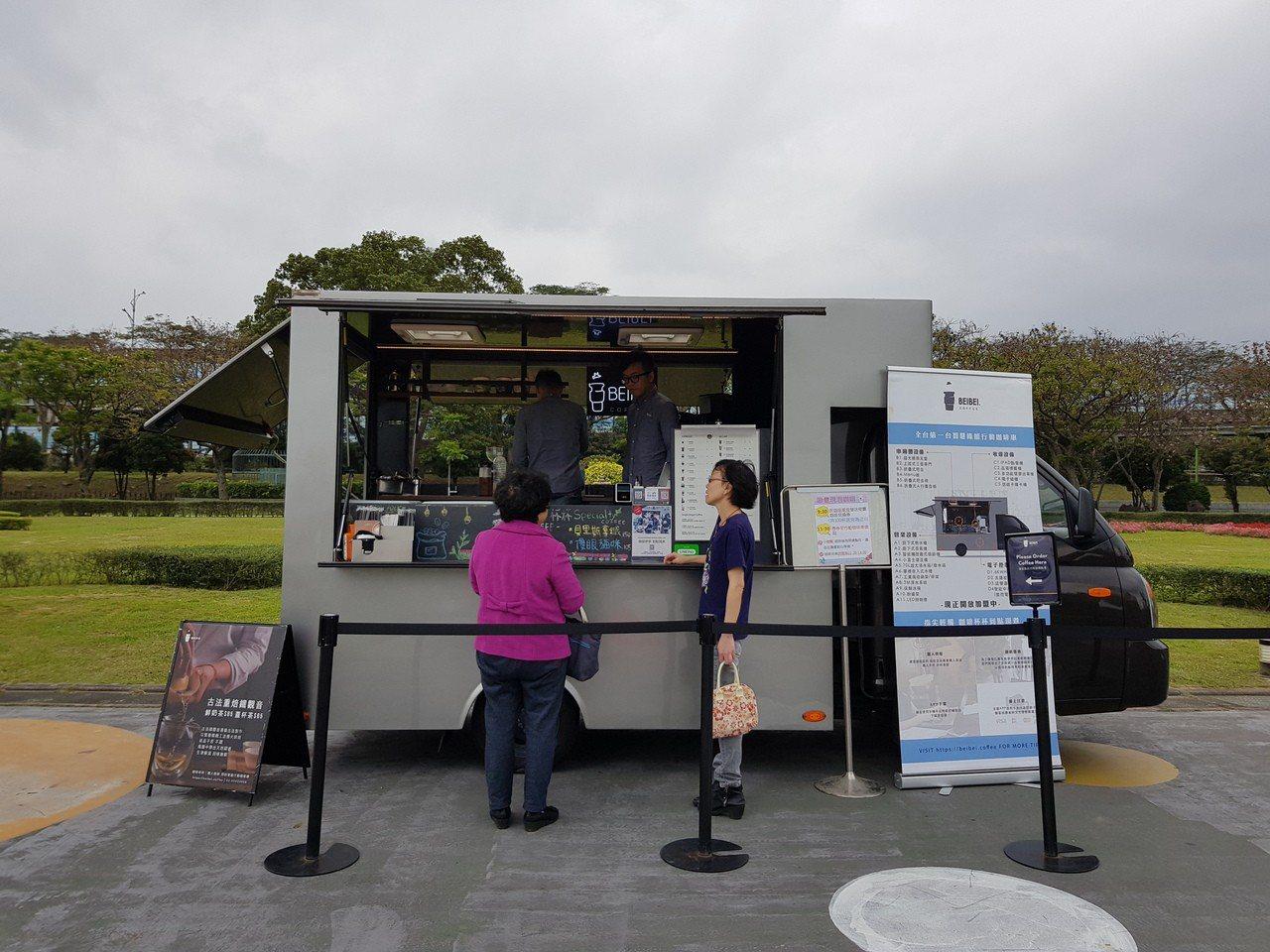 北市新生公園「台北玫瑰園」玫瑰展今天正式開幕,將展至4月8日,今年擴大辦理,每逢...